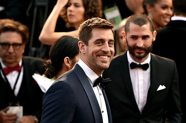 Aaron Rodgers Expertly Shuts Down Ignorant 'Fan' On Twitter