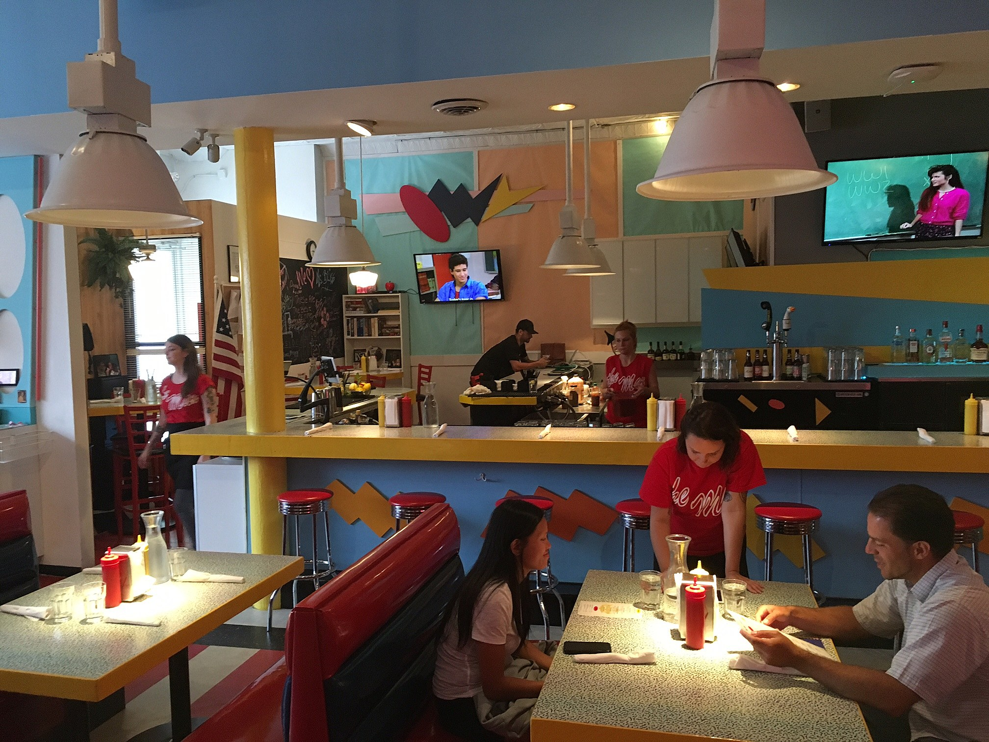 Rockfordians Flock To 'Saved By The Bell' Restaurant But Is It Any Good?