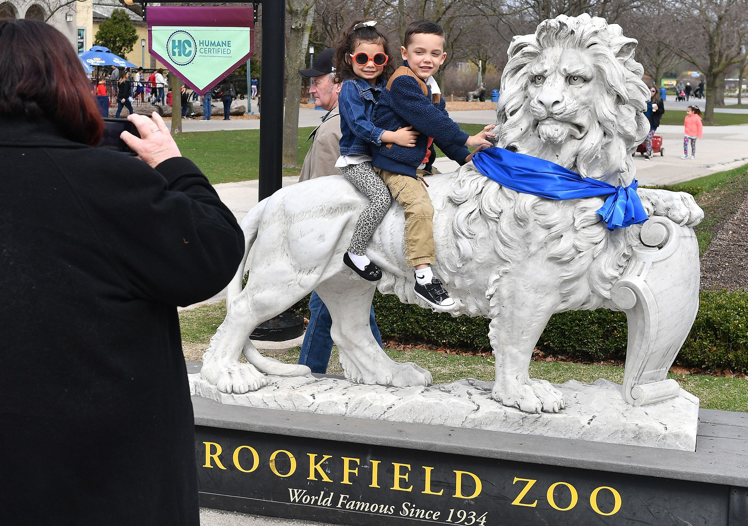 Autism Speaks Light It Up Blue - Zoos Go Blue at Brookfield Zoo